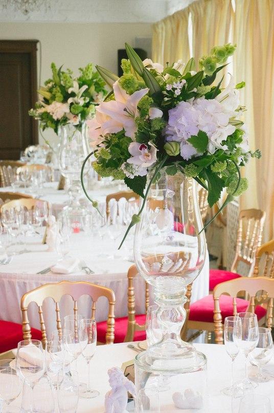 Живые цветы для стола гостей