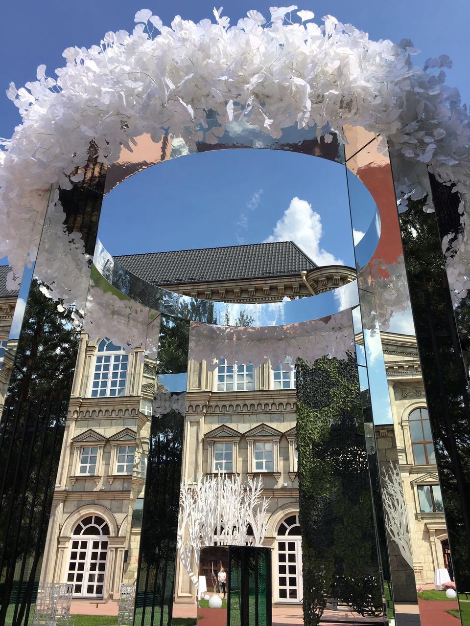 Зеркальный алтарь h=3200 мм. Верхний диаметр ротонды имеет паз для декора  искусственной или живой флористикой, стразами или другими элементами декора. Цена с учетом нашего д/монтажа =59.000 руб