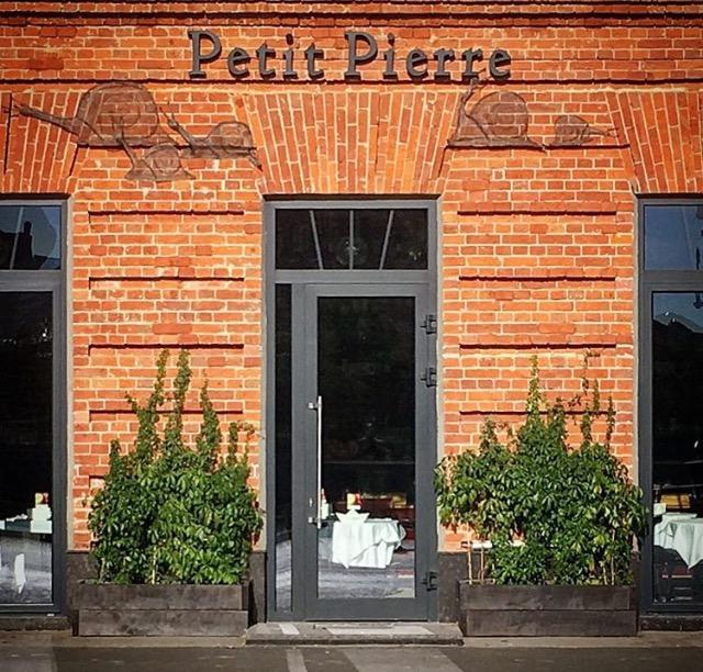 Озеленение экстерьера французского ресторана