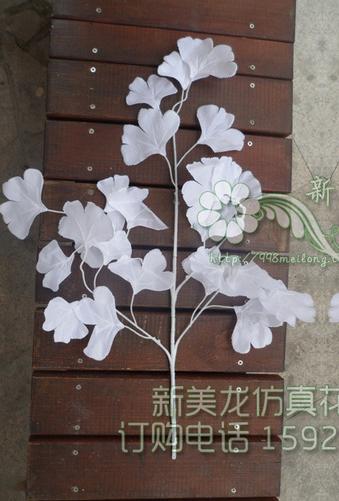 Белая зелень, очень пушистая ( в наличии 1600 шт) Цена =60 руб/шт