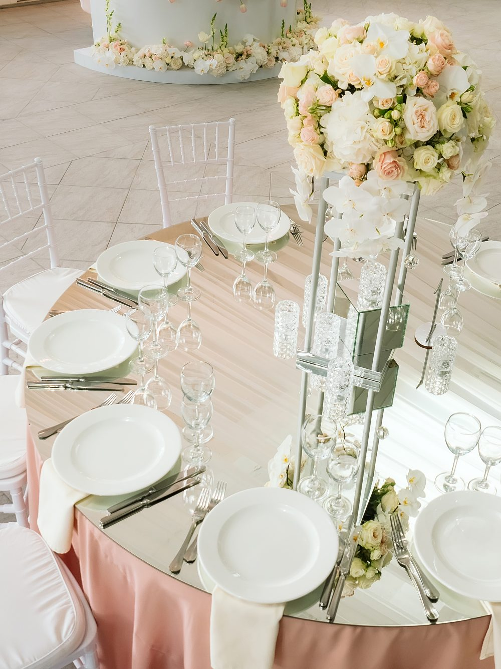 зеркальные столы для гостей