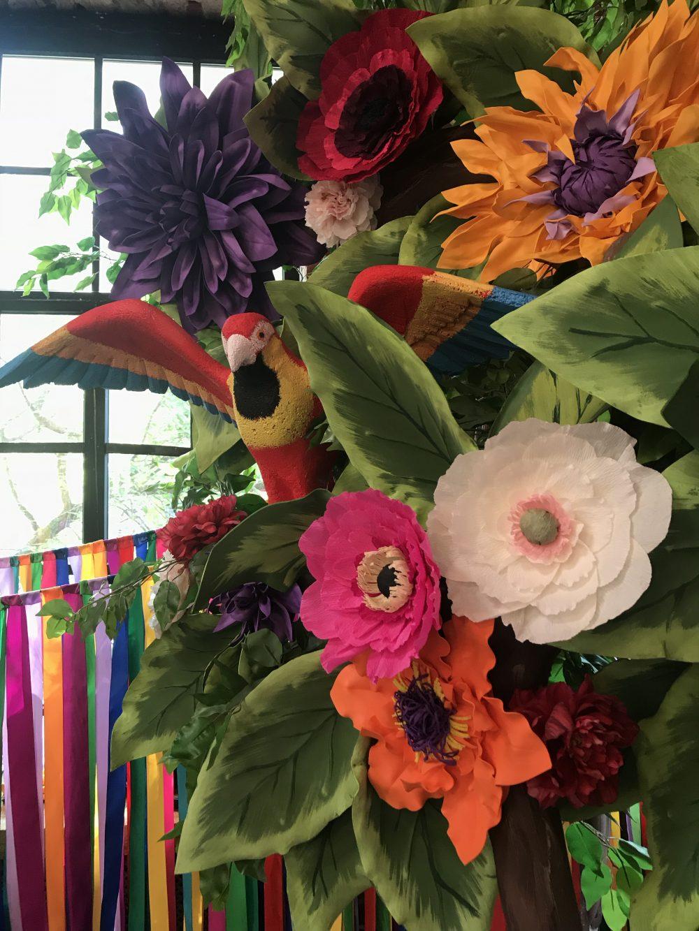 Дерево в стиле Мексика бумажные цветы и птицы
