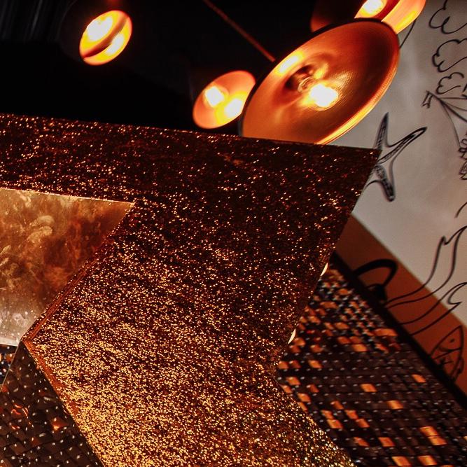 большие светящиеся фигуры лампочки на праздник