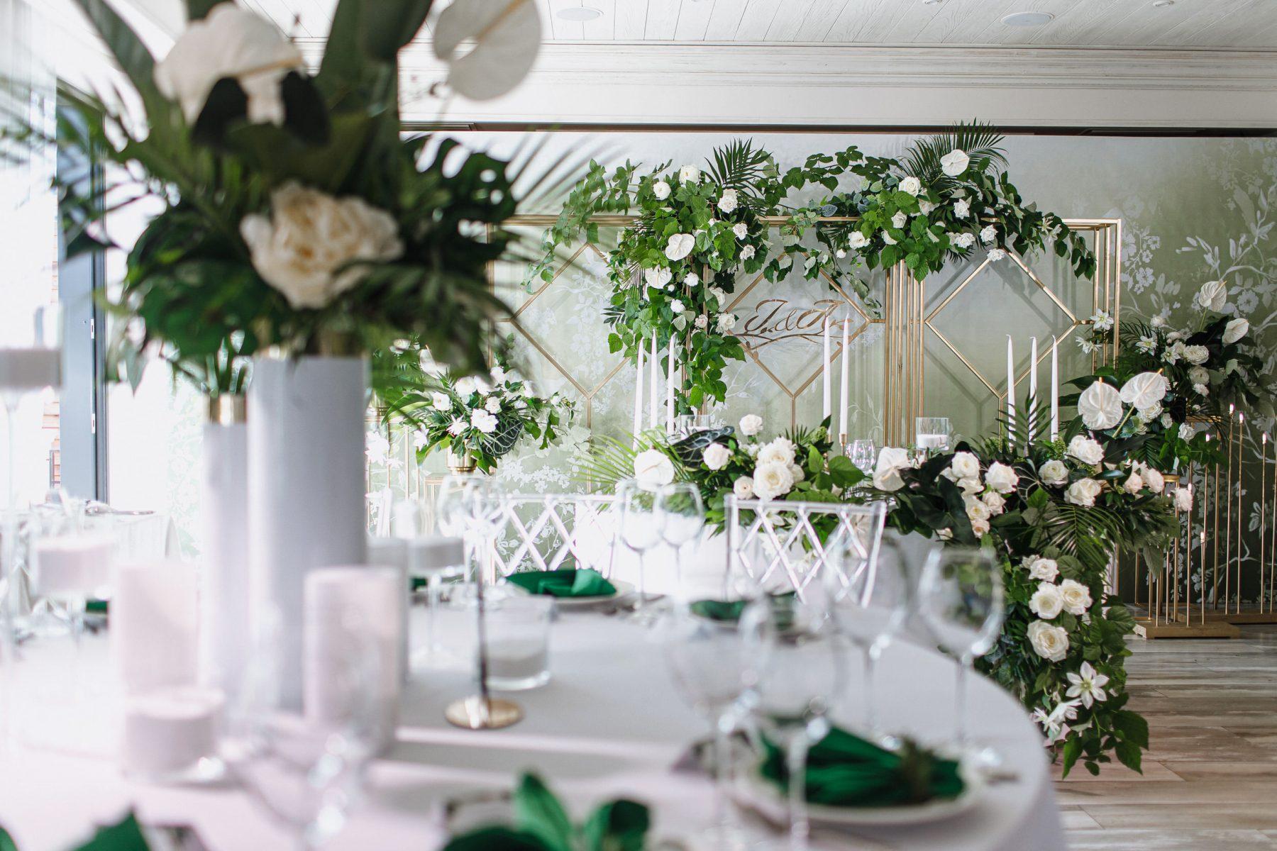Тропические букеты на свадьбу сервировка стола
