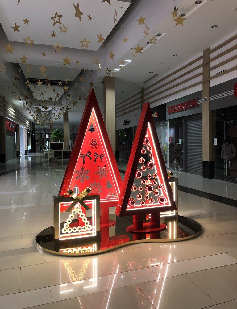 Новогодний декор 2022 оформление торговых центров